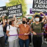 Ankara'da Erkek Şiddetine Karşı Sokağa Çıkan Kadınlara Polis Saldırısı (English Below)