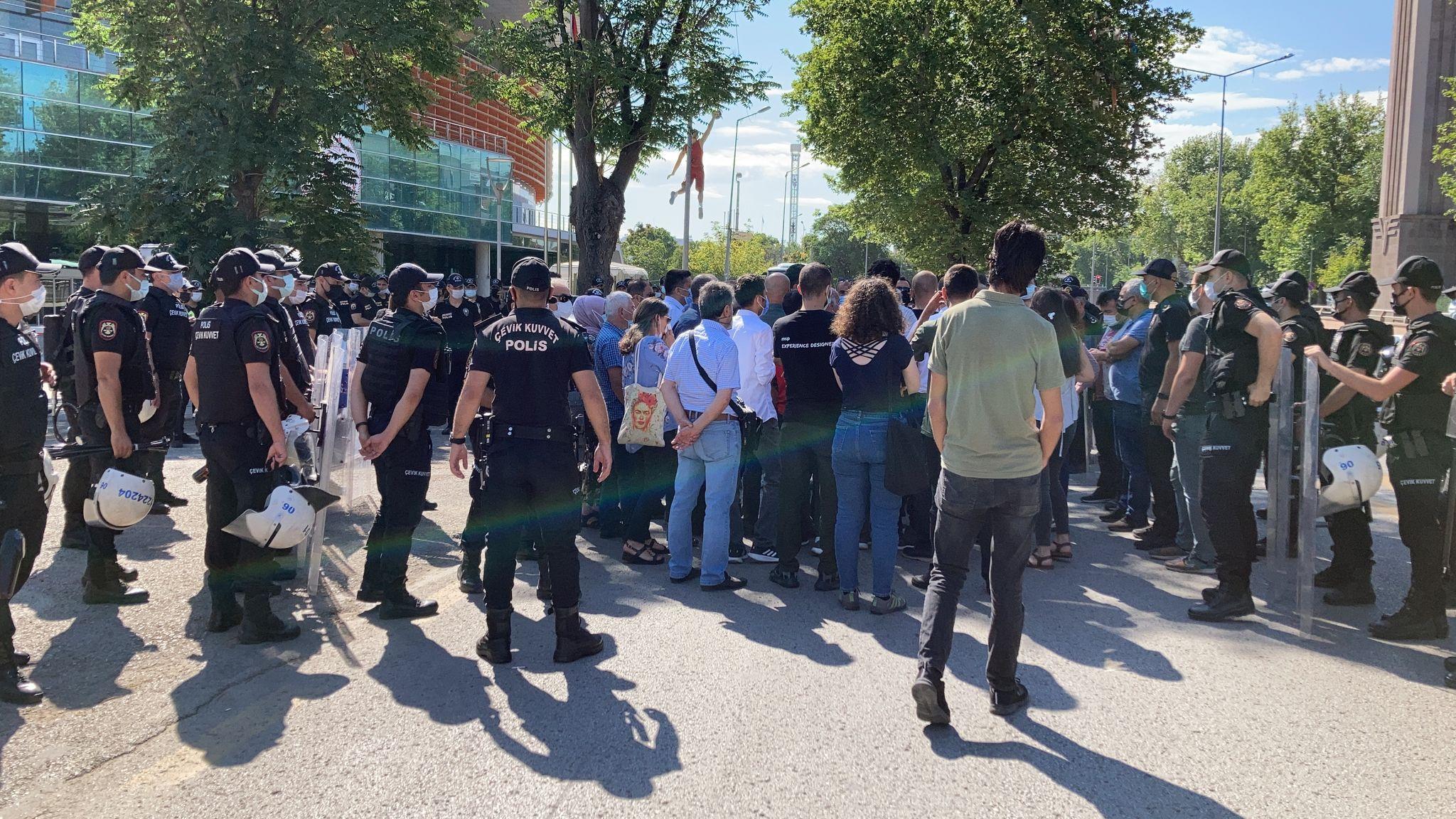 10 Ekim Anmasına Polis Saldırısı: 5 Yoldaşımız Gözaltında