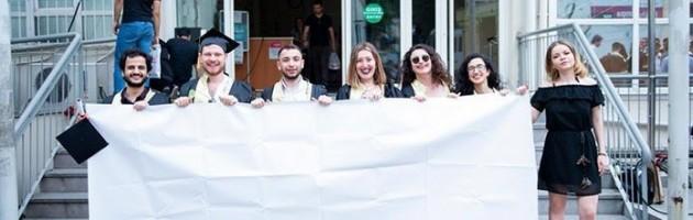 İstanbul Üniversitesi'nde Boş Pankart Gözaltına Alındı (!)