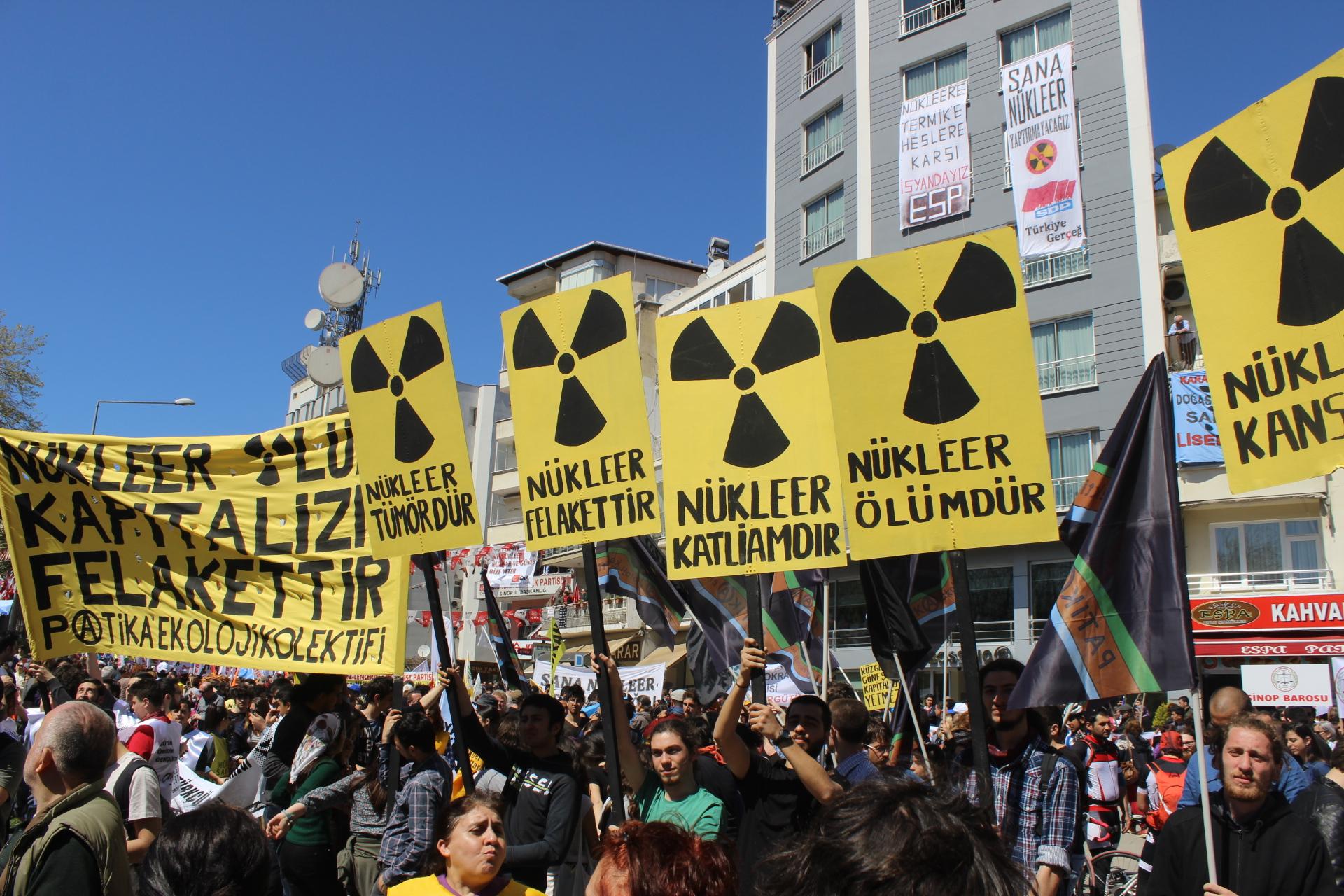 Nükleer Ölüm, Kapitalizm Felakettir!
